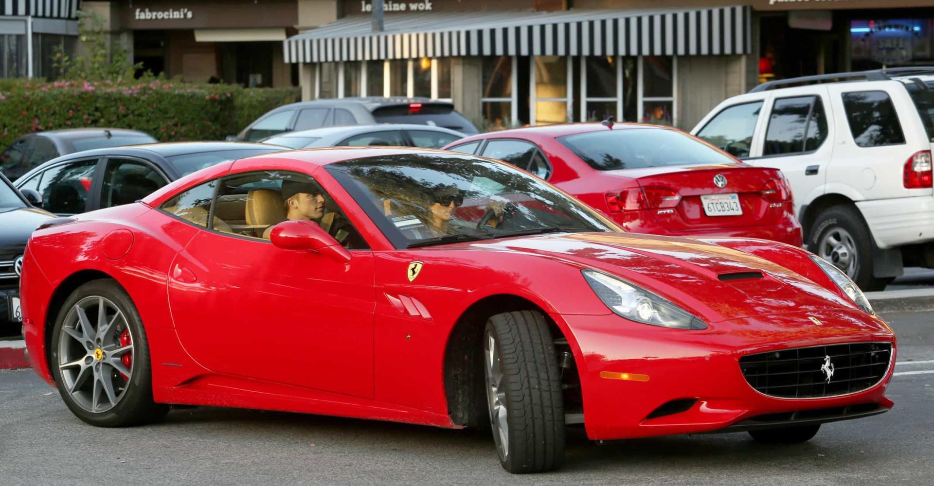 Ferrari: ¡famosos sobre ruedas!