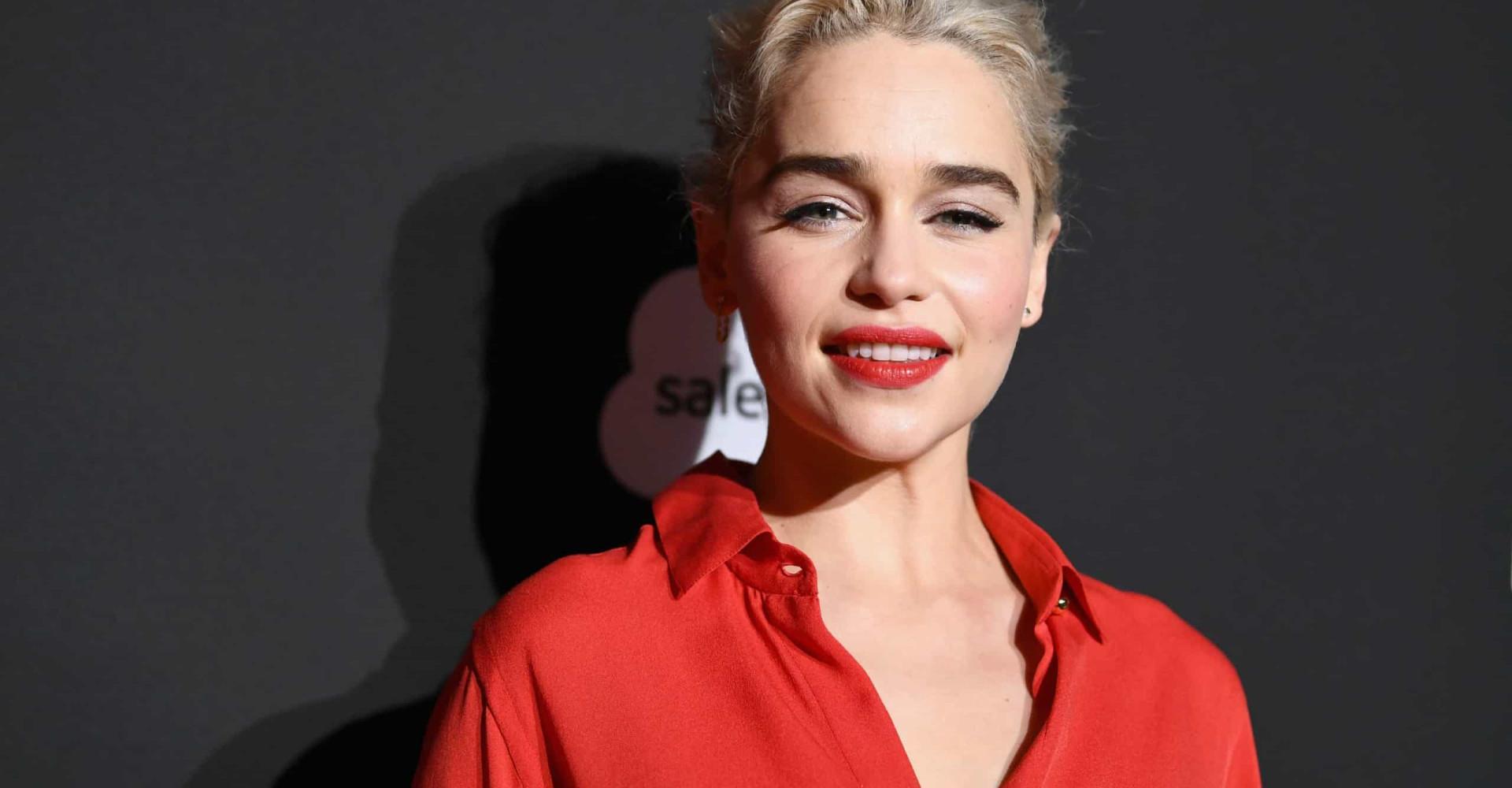 Emilia Clarke tiene dragones, ¡y un estilo arrebatador!