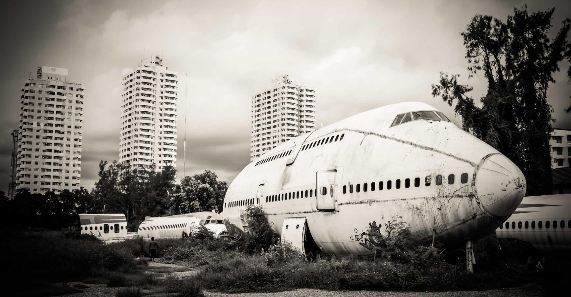 Kylmäävät kuvat hylätyistä lentokoneista ympäri maailman