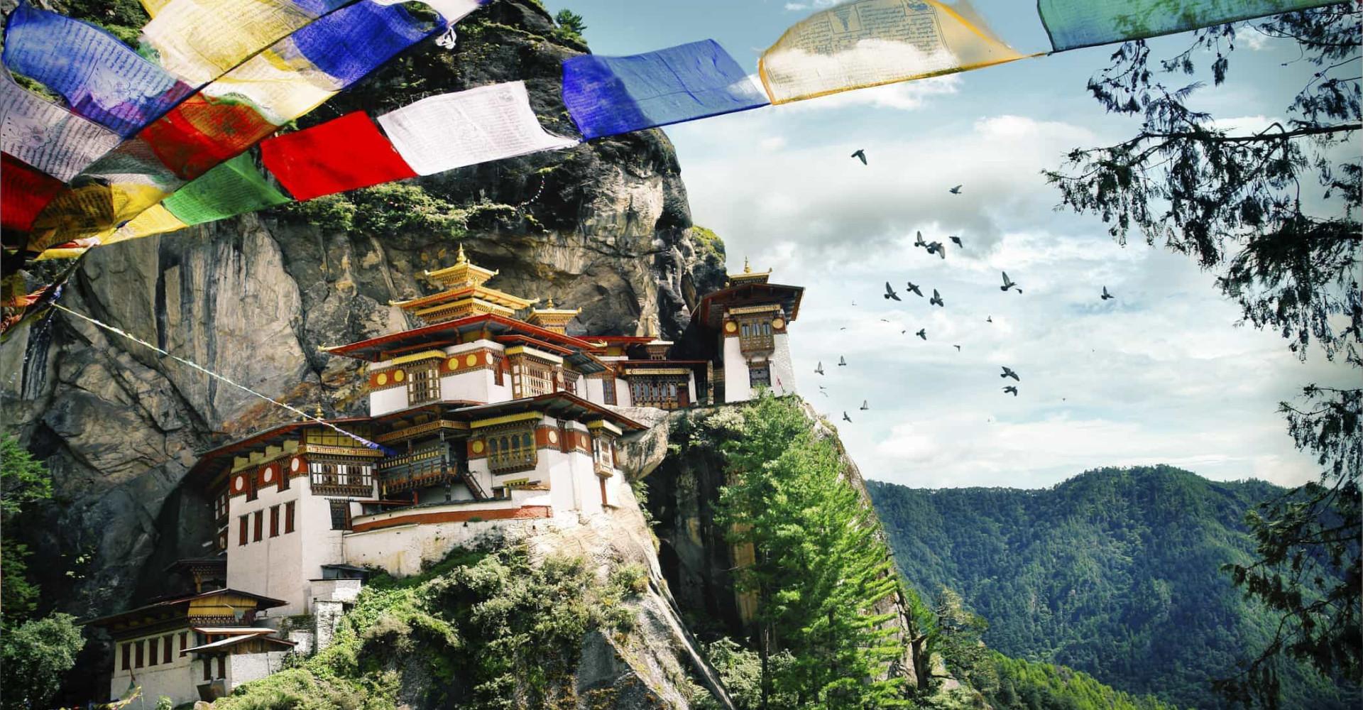 Bután, el país que cultiva marihuana y prohibe el tabaco
