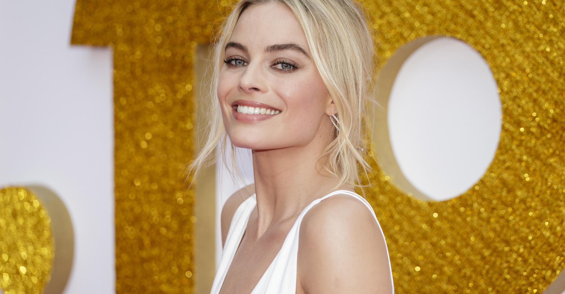 Margot Robbie negocia para ser a nova Barbie no cinema