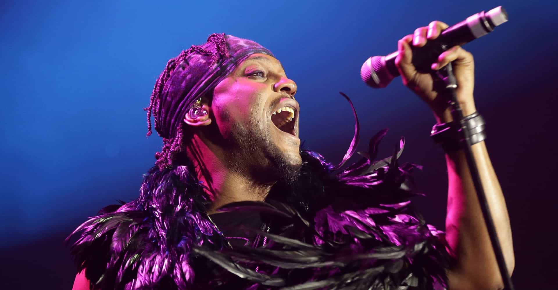 D'Angelo calls off rare UK show to work on new album