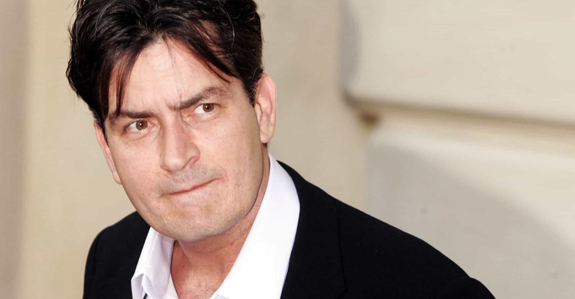 Charlie Sheen tem dívida de US$ 5,8 milhões com a Receita Federal