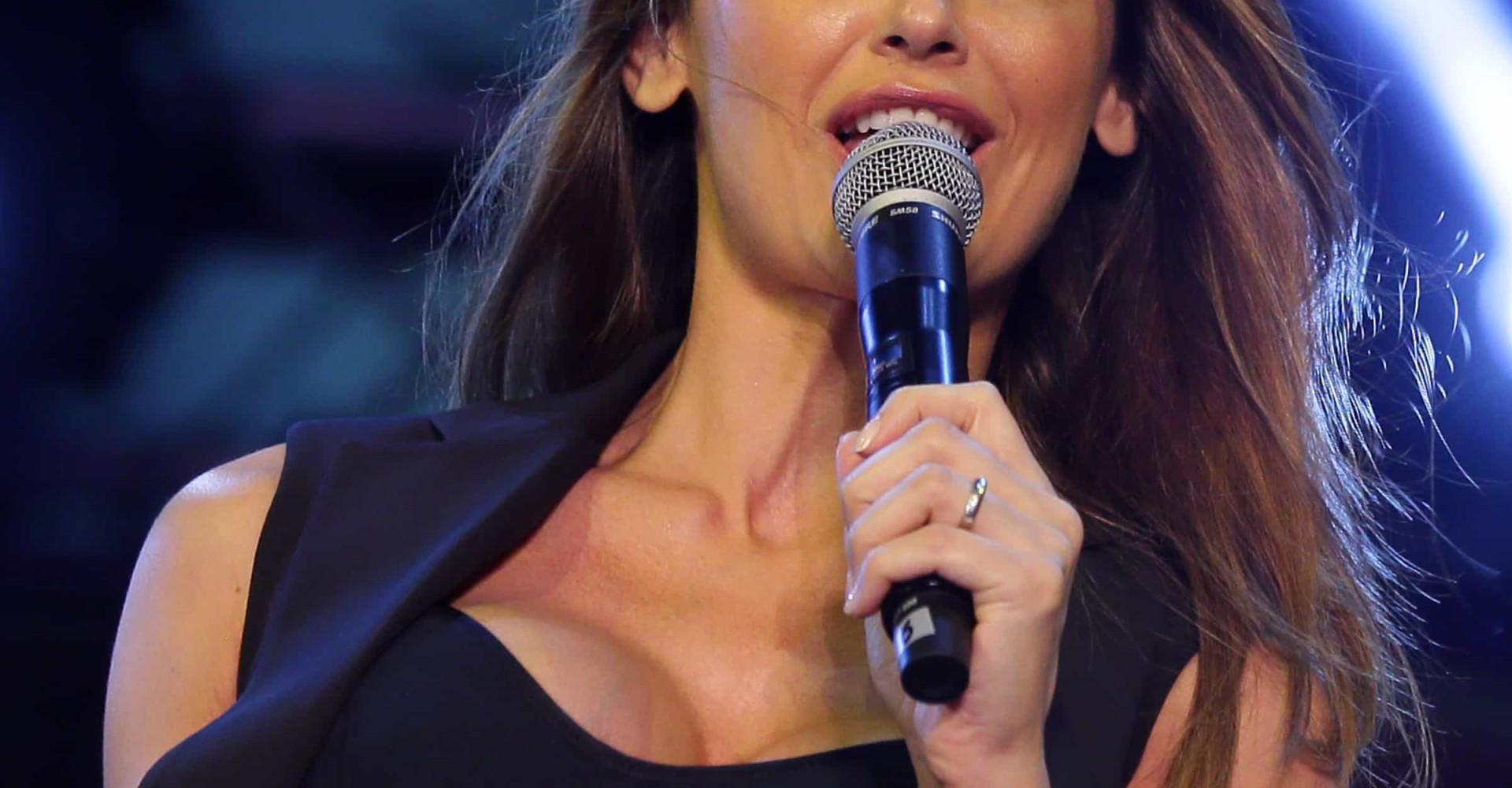 Moda: Anna Tatangelo, dallo stile ribelle all'eleganza da donna matura