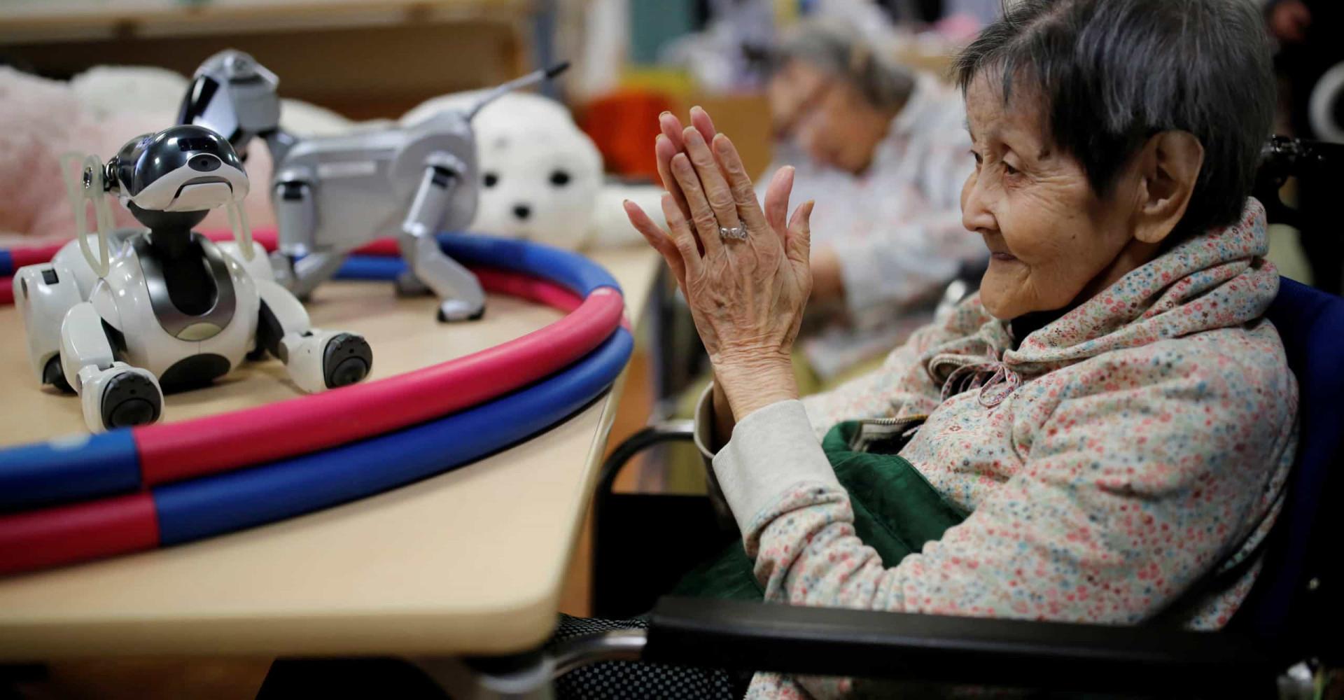 Comment les robots améliorent la vie des seniors japonais