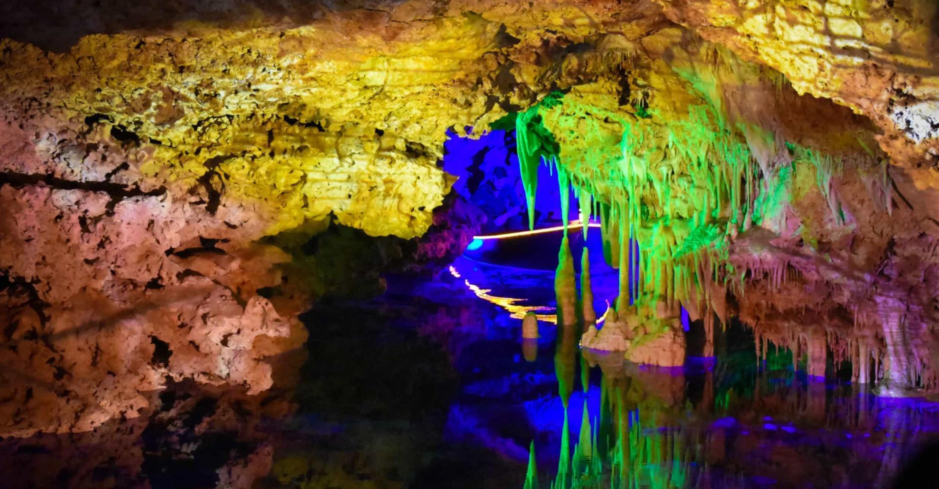 Ontdek de meest ongelooflijke ondergrondse meren en rivieren
