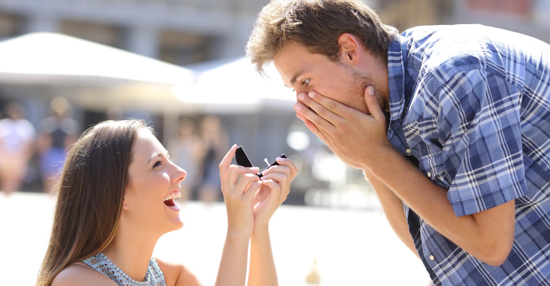 Waarom ook mannen verlovingsringen willen dragen