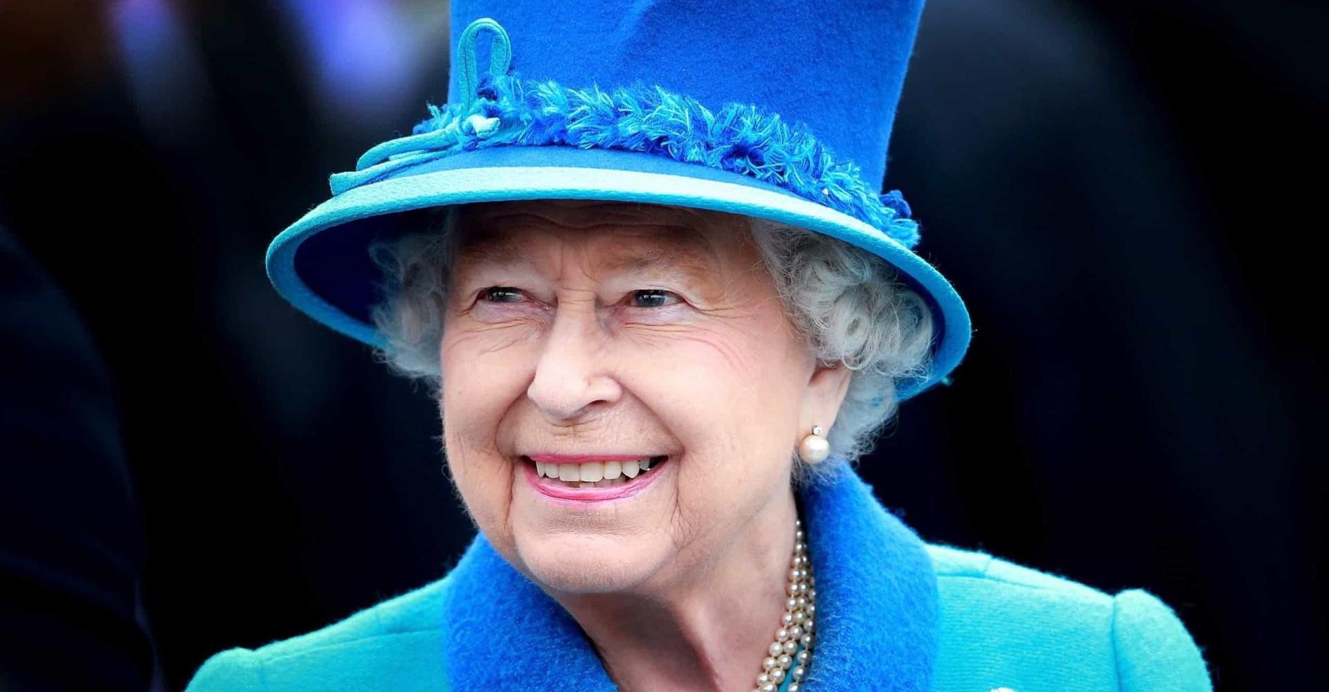 Isabel II se presentó en la boda de una pareja desconocida