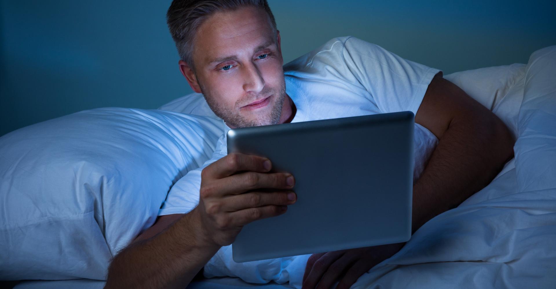 Tabletgebruik in de avond verpest je slaap