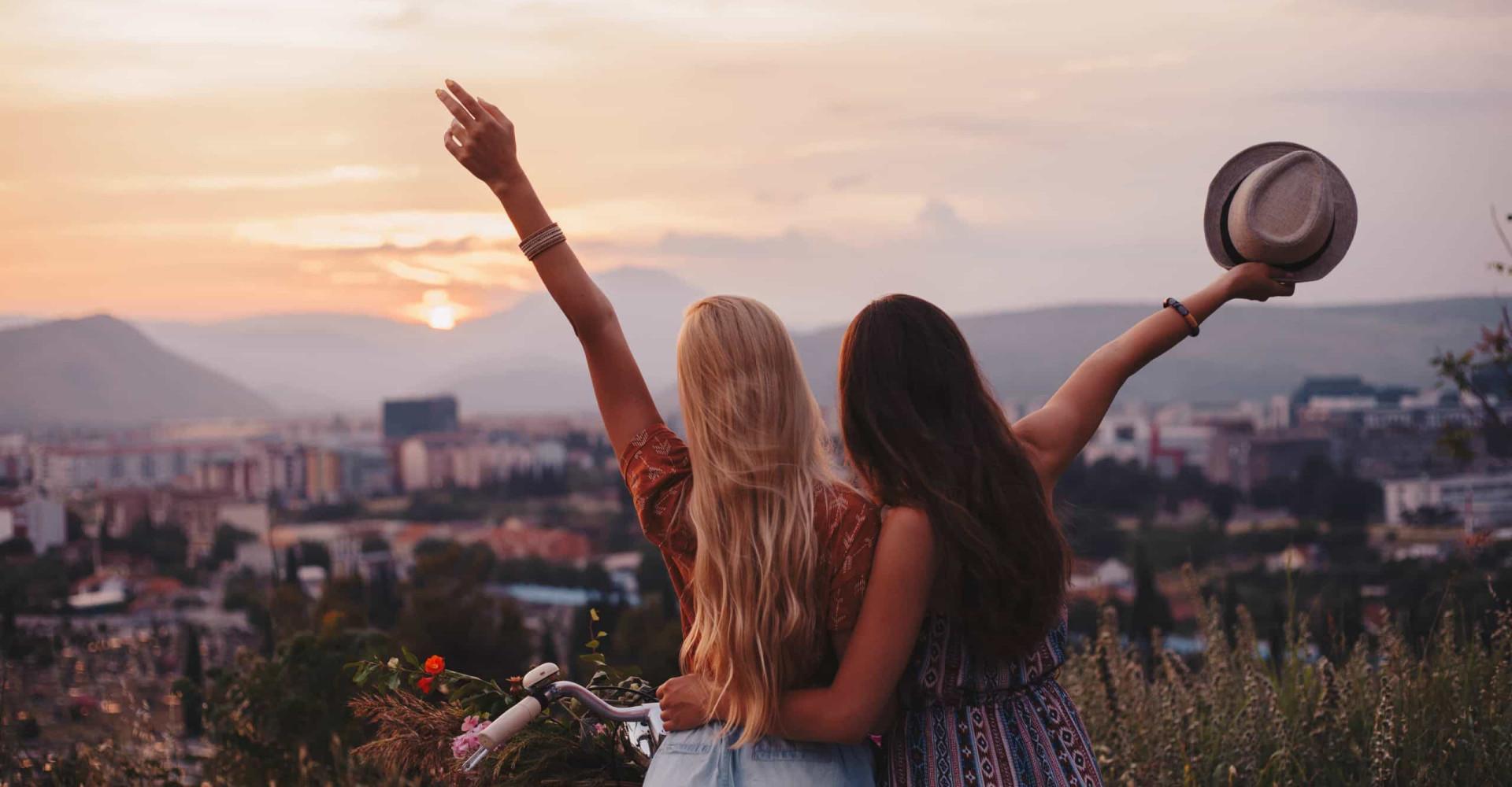 Beprövade trick för att lära känna nya människor när du reser ensam