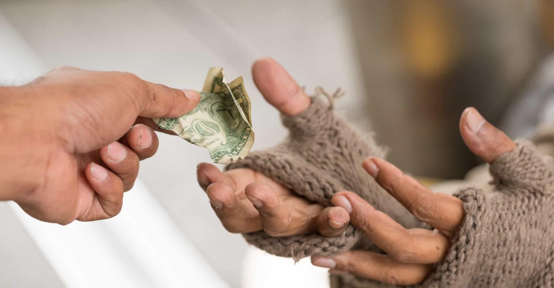 Mensen met minder geld zijn guller