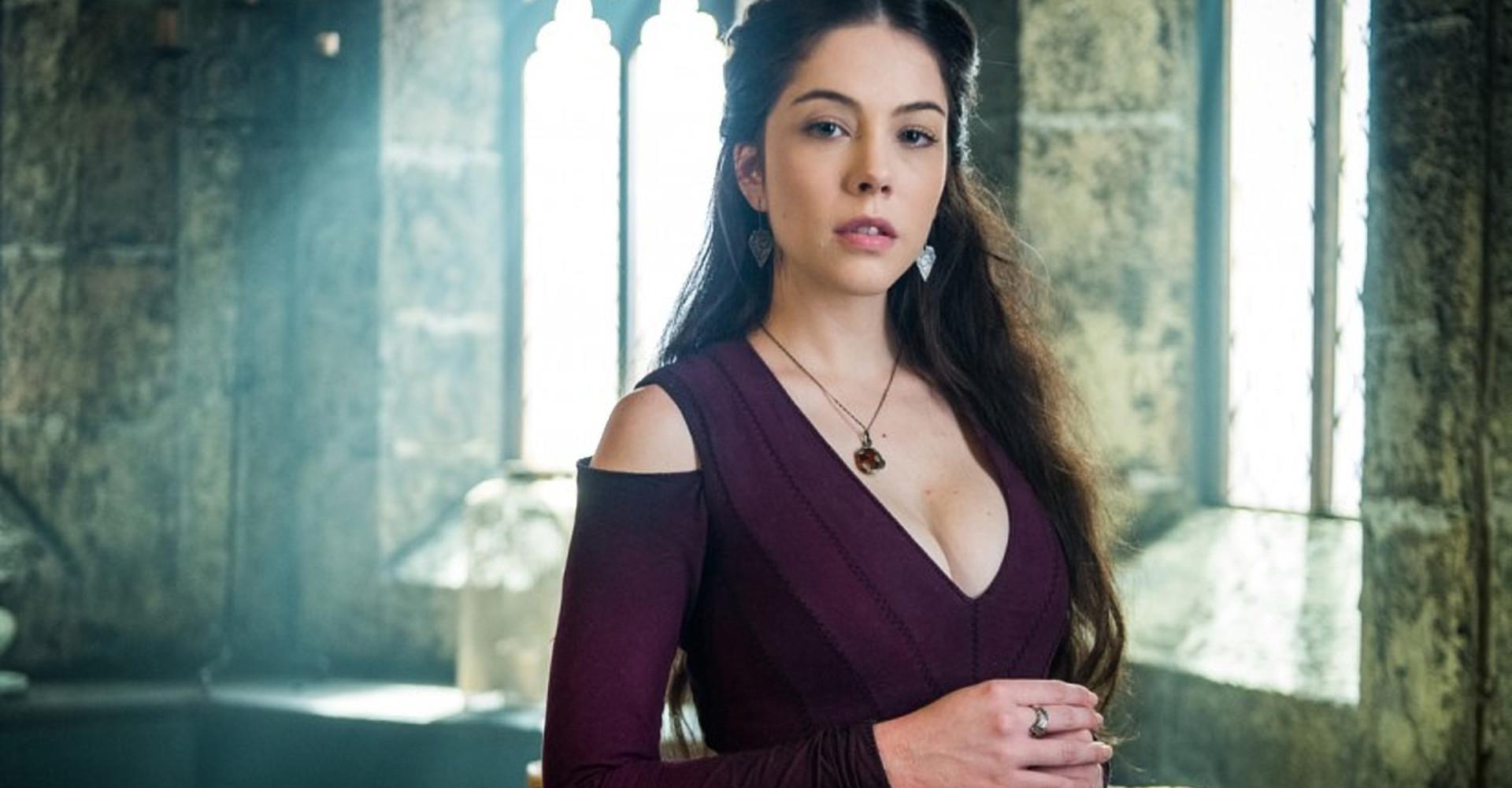 Catarina expulsa Brice do castelo em 'Deus Salve o Rei'