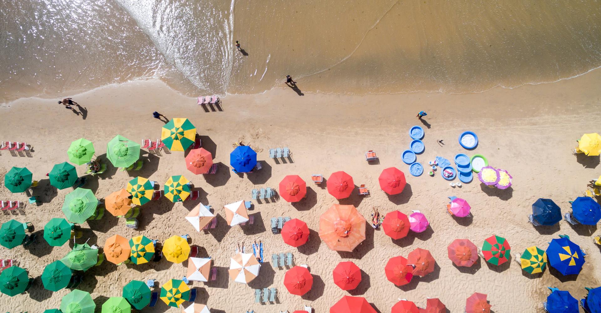무더위 여름 피서지 '계곡 VS 바다' 당신의 선택은?
