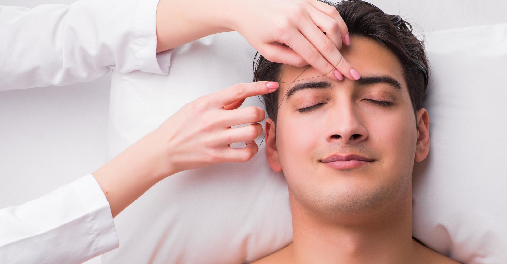 Mannen epileren steeds vaker hun wenkbrauwen