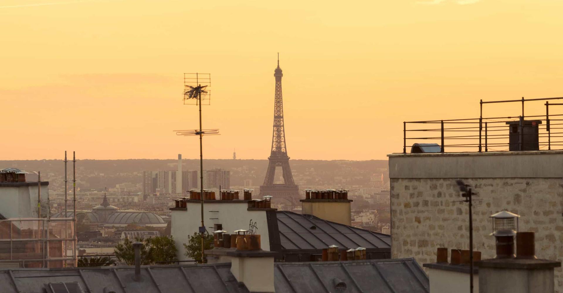 Balade enchantée sur les toits de Paris