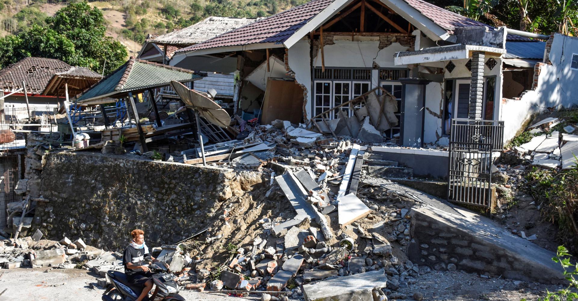 La Terra trema ancora: scossa di quasi 7 gradi colpisce l'Indonesia