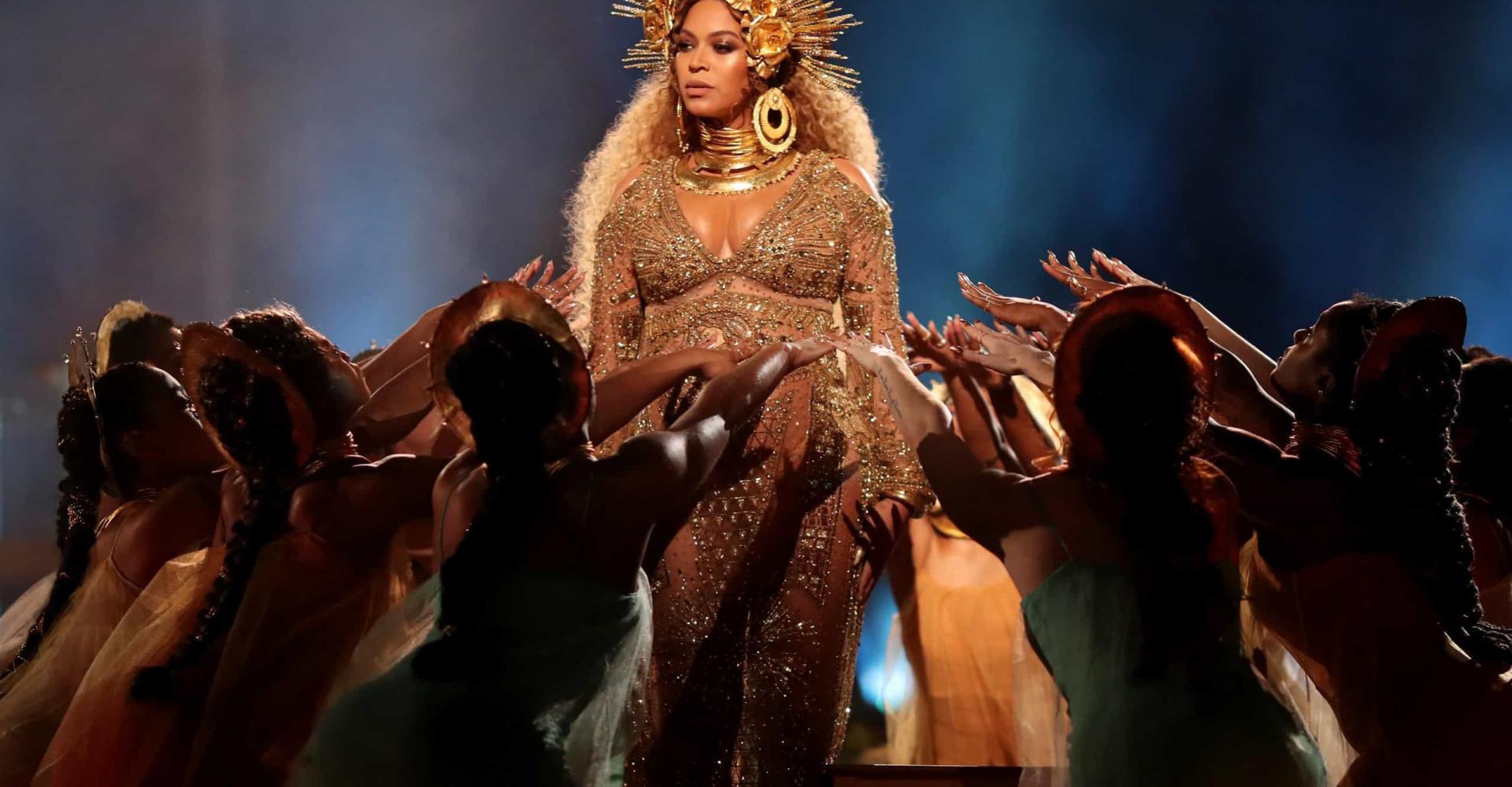 Capricci stellari: le richieste più assurde dei cantanti prima di salire sul palco!
