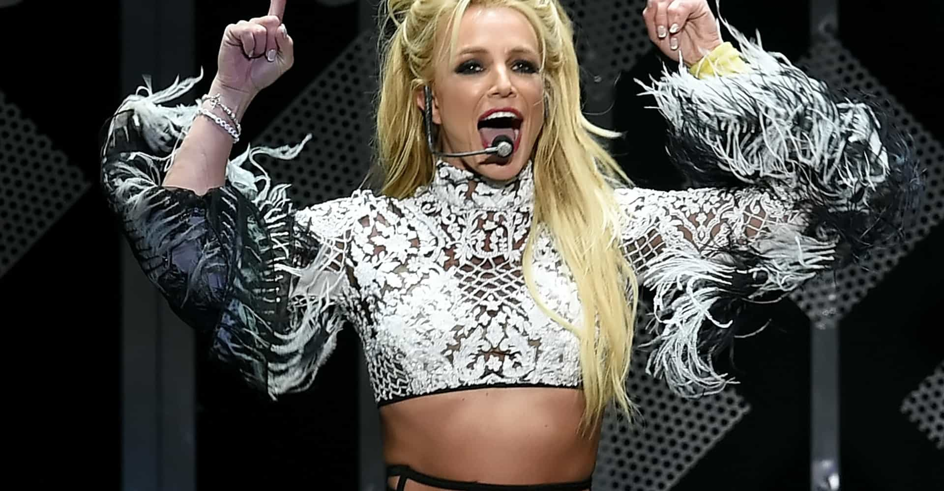 Britney Spears performs with a cringe-worthy British accent at London concert