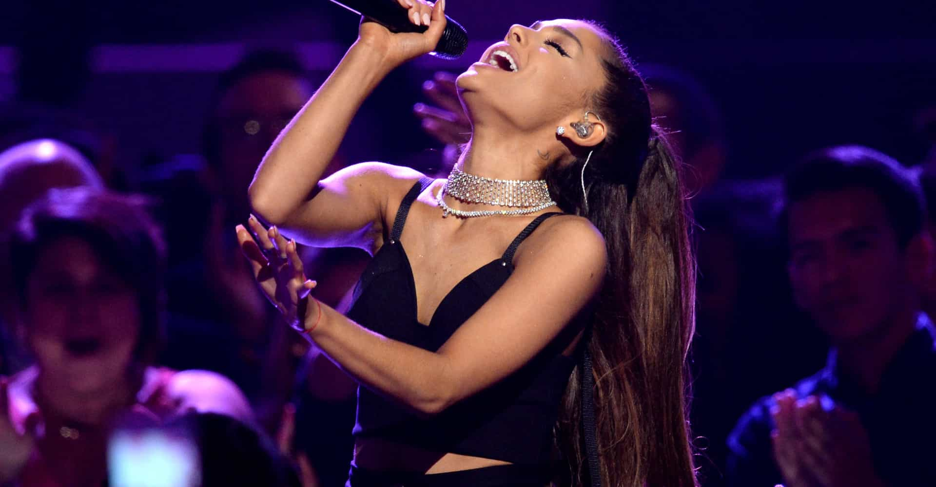 Why did Ariana Grande stop her concert mid-song? The reason is hilarious