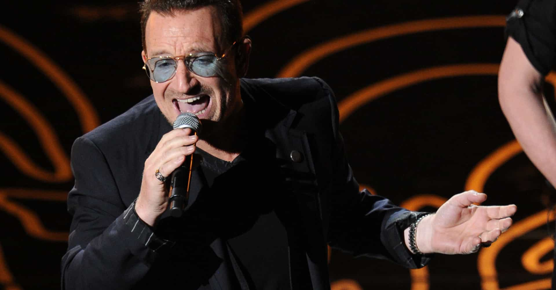 Bono from U2 completely loses his voice while on stage in Berlin