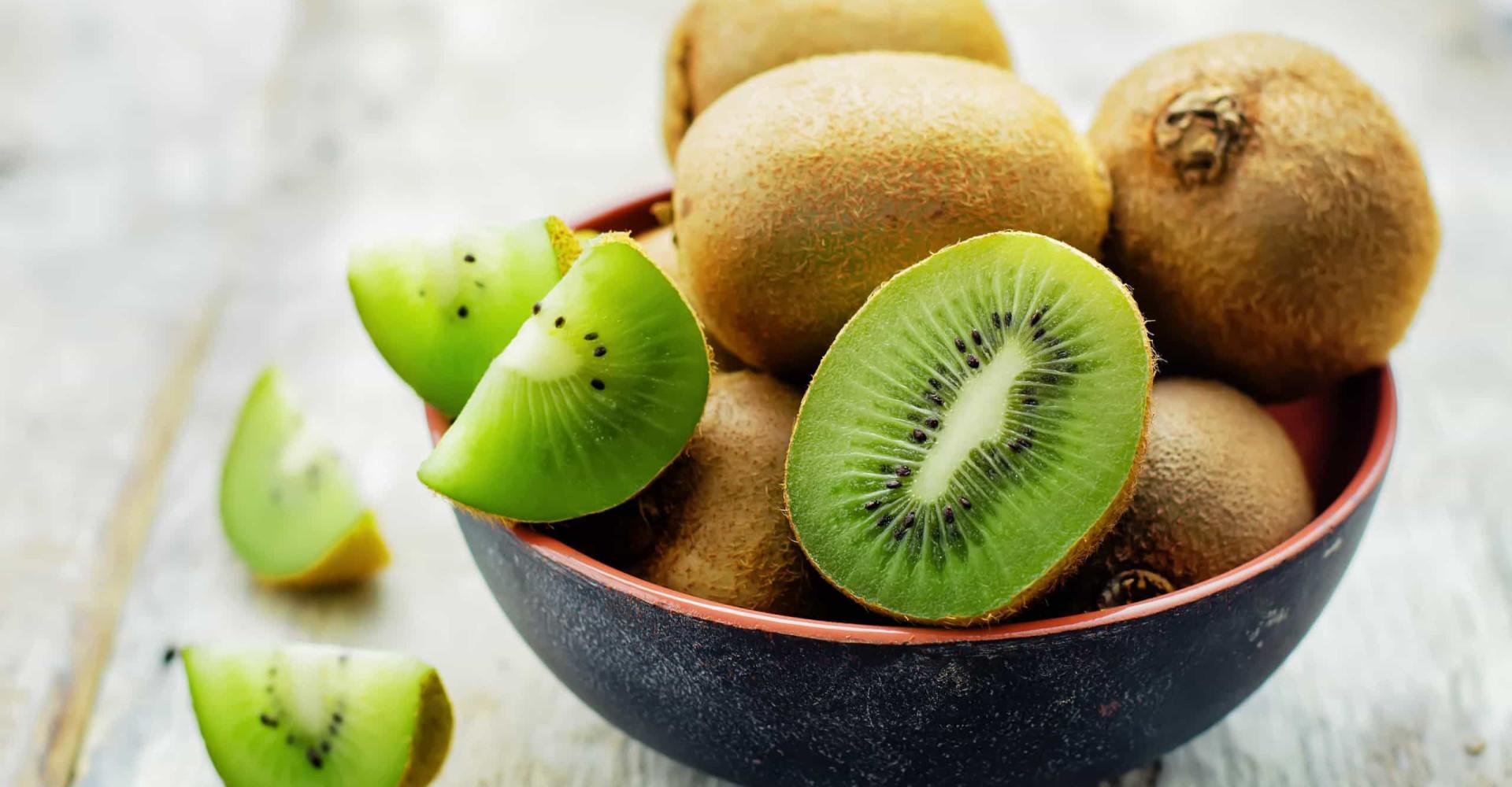 Moet je een kiwi met schil en al eten?