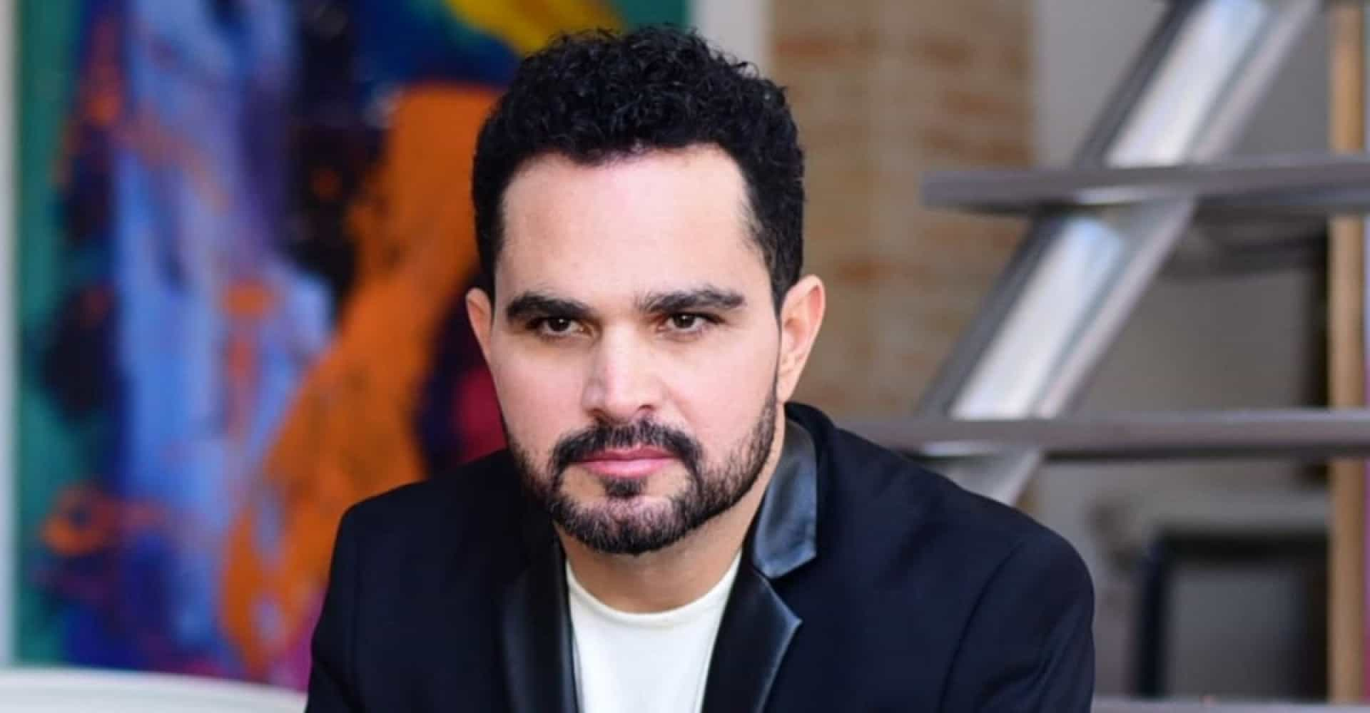 """Ex-esposa afirma que cantor Luciano é gay: """"Me traiu com travestis"""""""