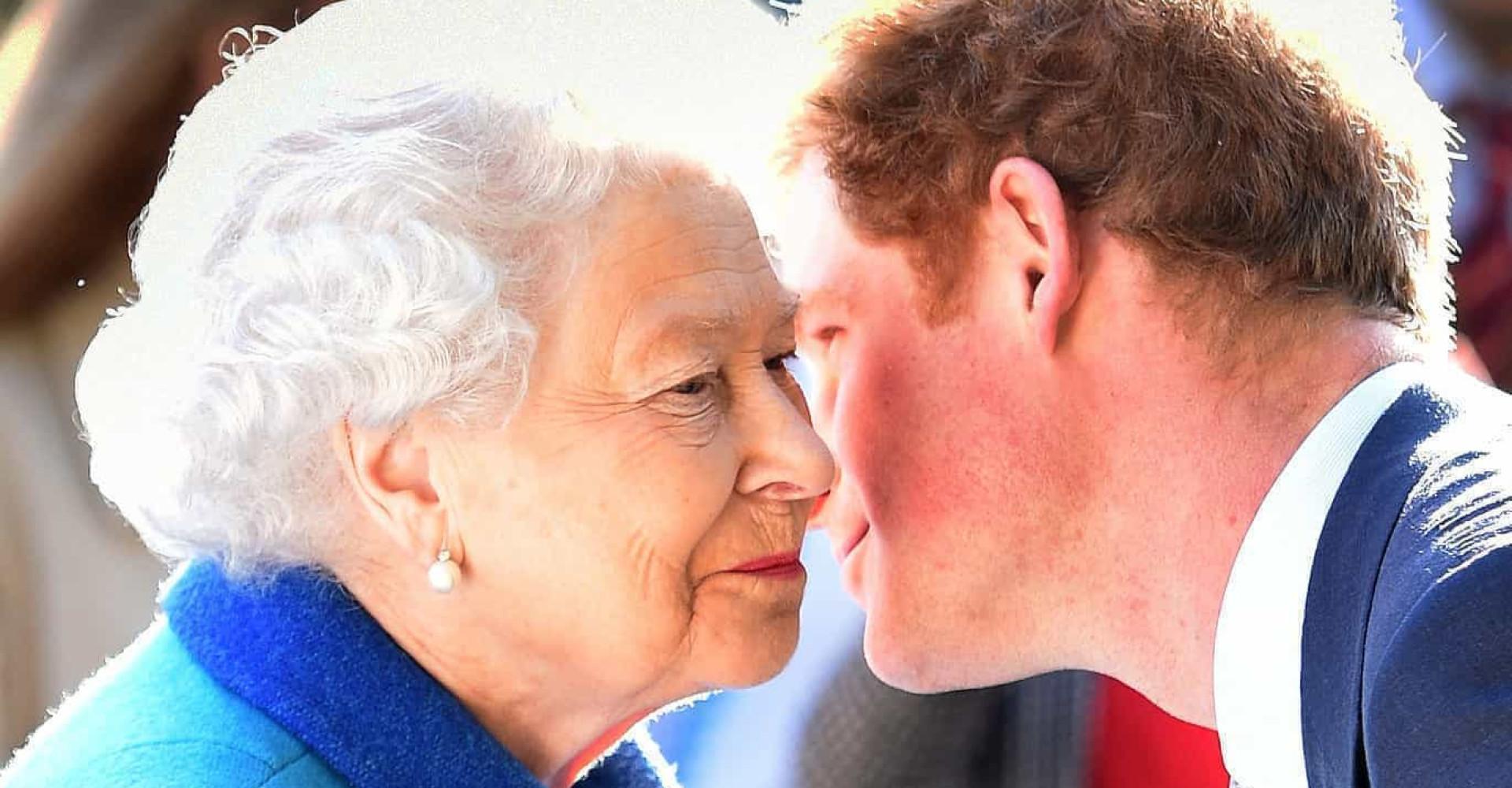 """Prinz Harry bricht in """"Panik"""" aus, wenn er Queen Elizabeth über den Weg läuft"""