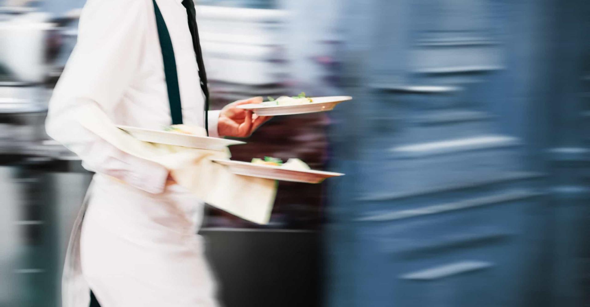È più stressante fare il cameriere che il neurochirurgo, lo rivela uno studio