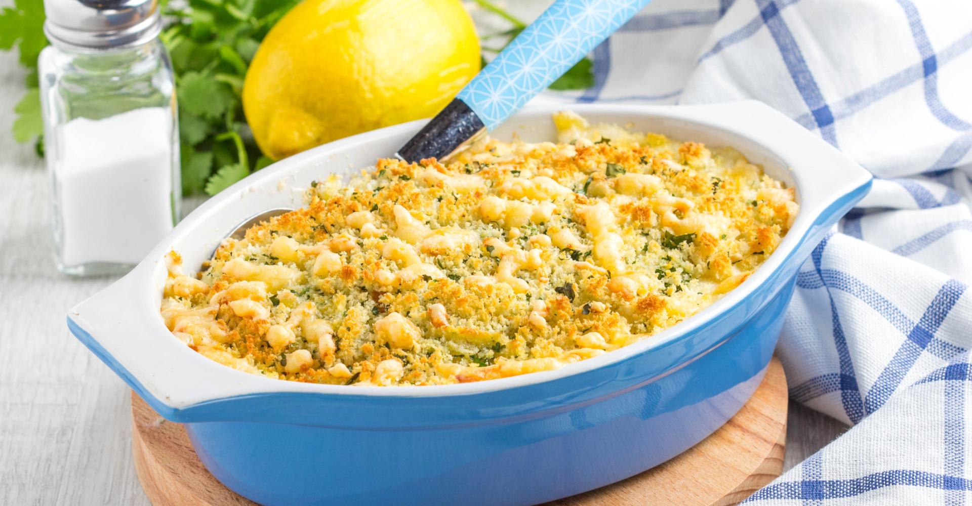 Pronta in mezzora: Sbriciolata di patate, salsiccia e funghi