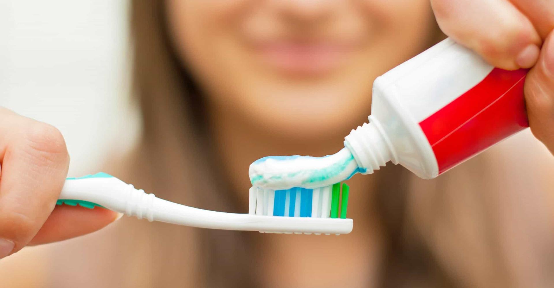 Hoe slecht is het om te gaan slapen zonder je tanden te poetsen?