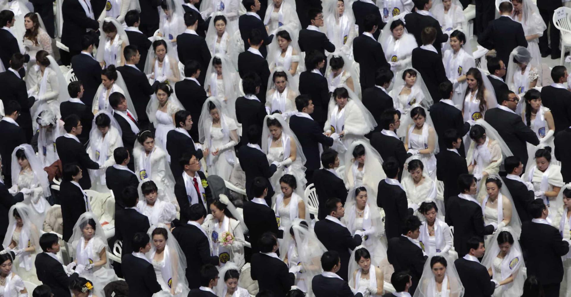 Incredible photos of mass weddings around the world