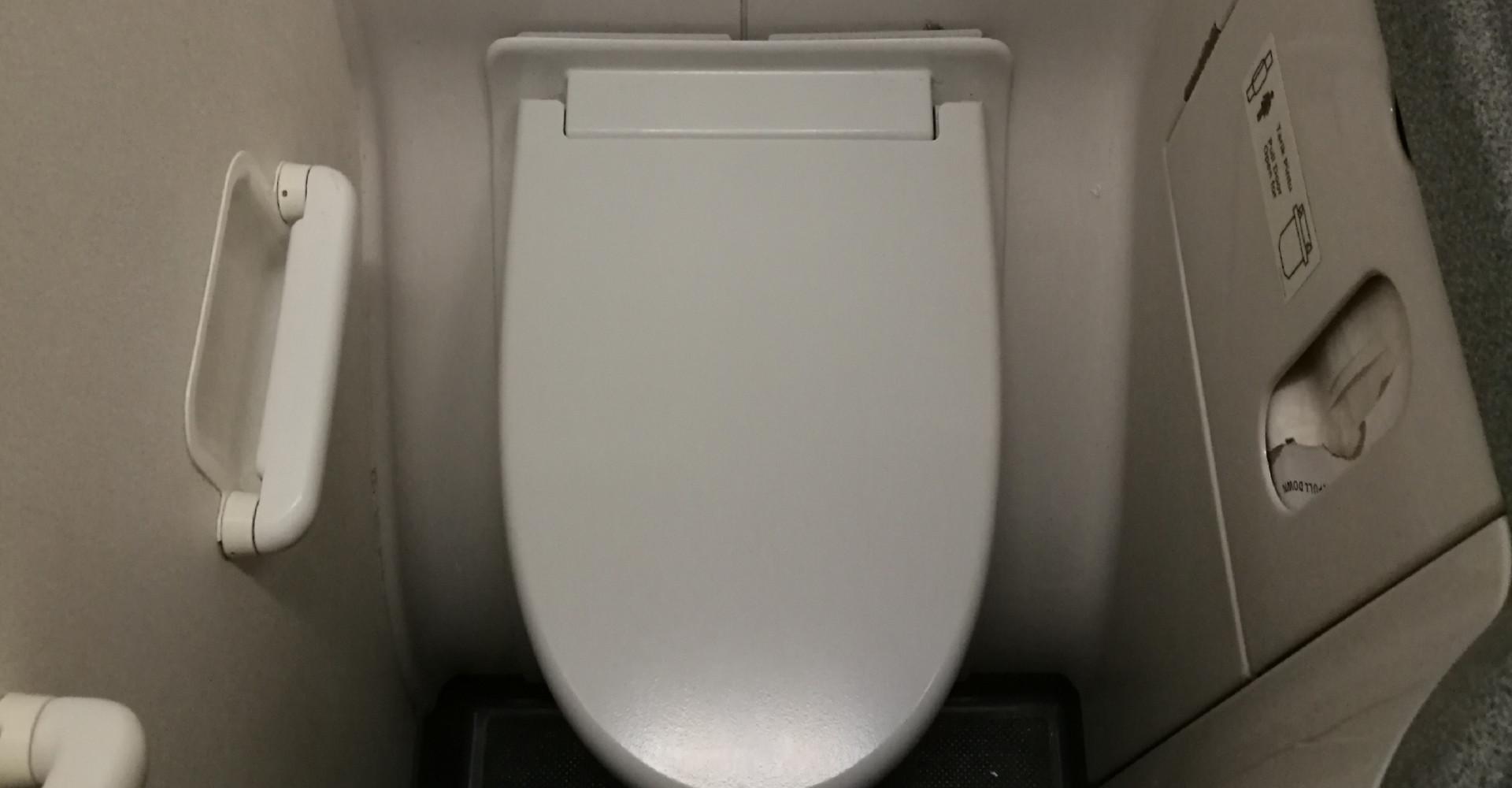 Worden vliegtuigtoiletten nóg kleiner?