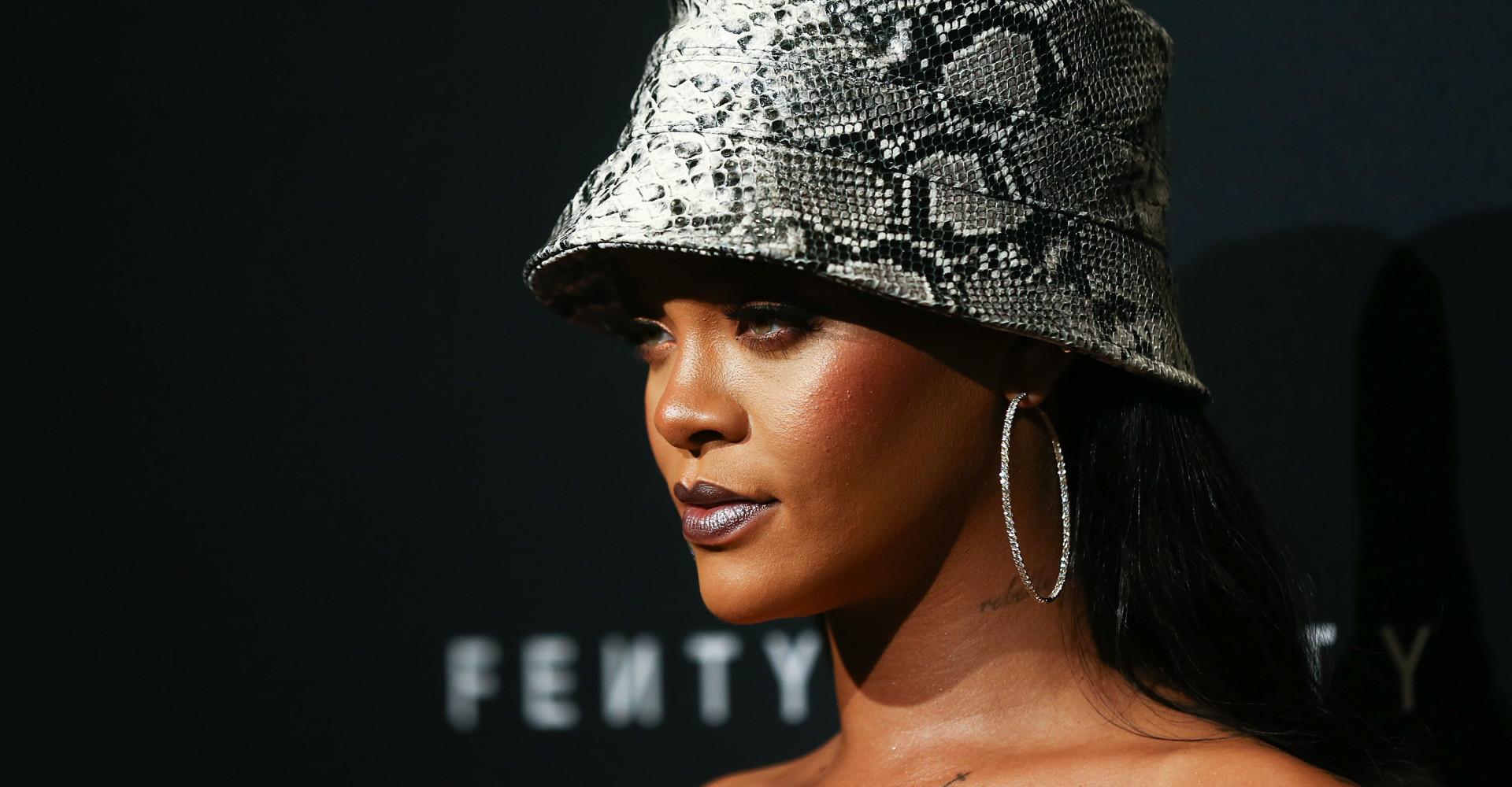 Rihanna processa próprio pai para impedi-lo de usar nome de sua marca