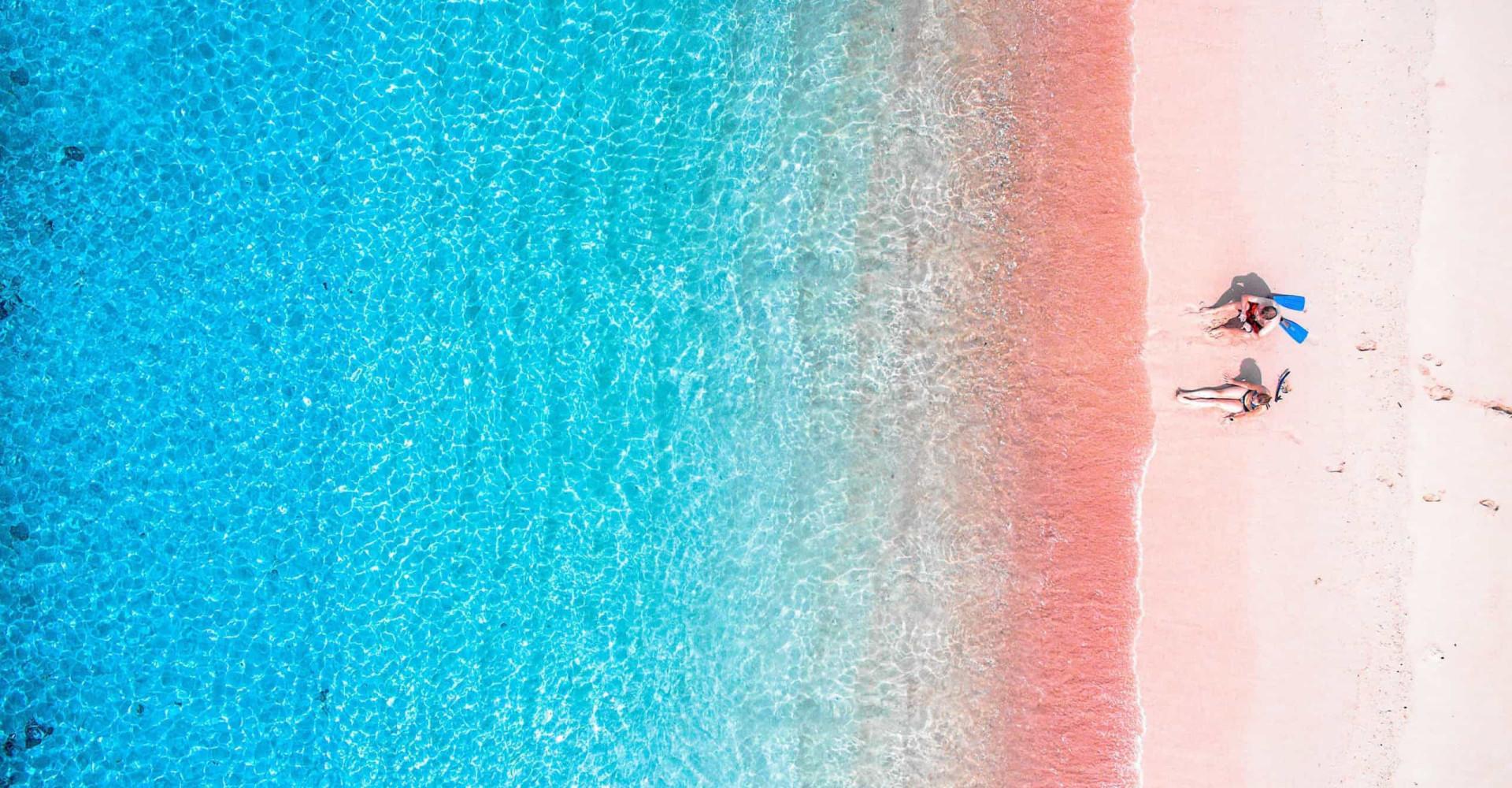 다채로운 색상을 지닌 전 세계의 백사장