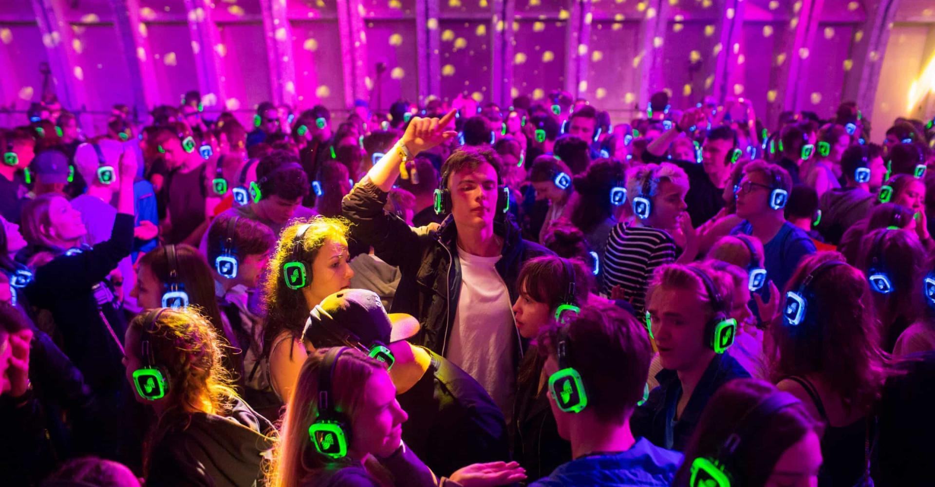 Les bienfaits surprenants des discothèques silencieuses sur la santé