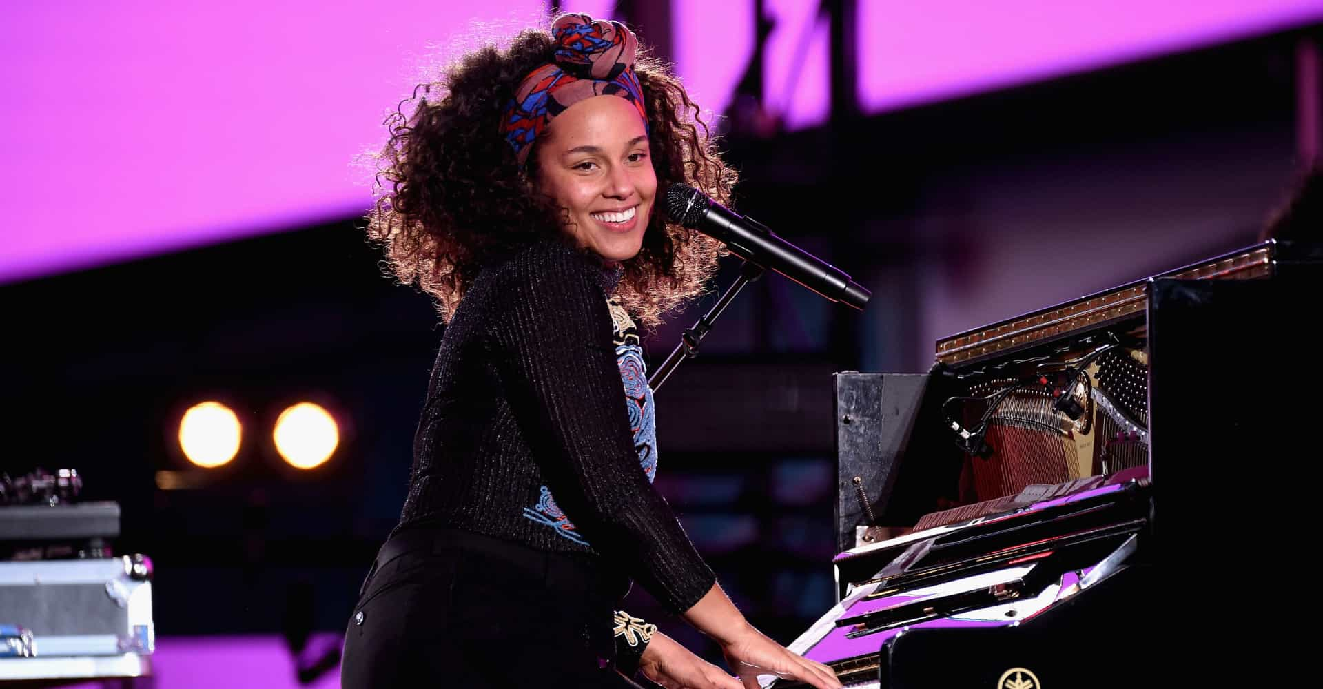 Watch Alicia Keys' hilarious reaction to becoming Grammys host