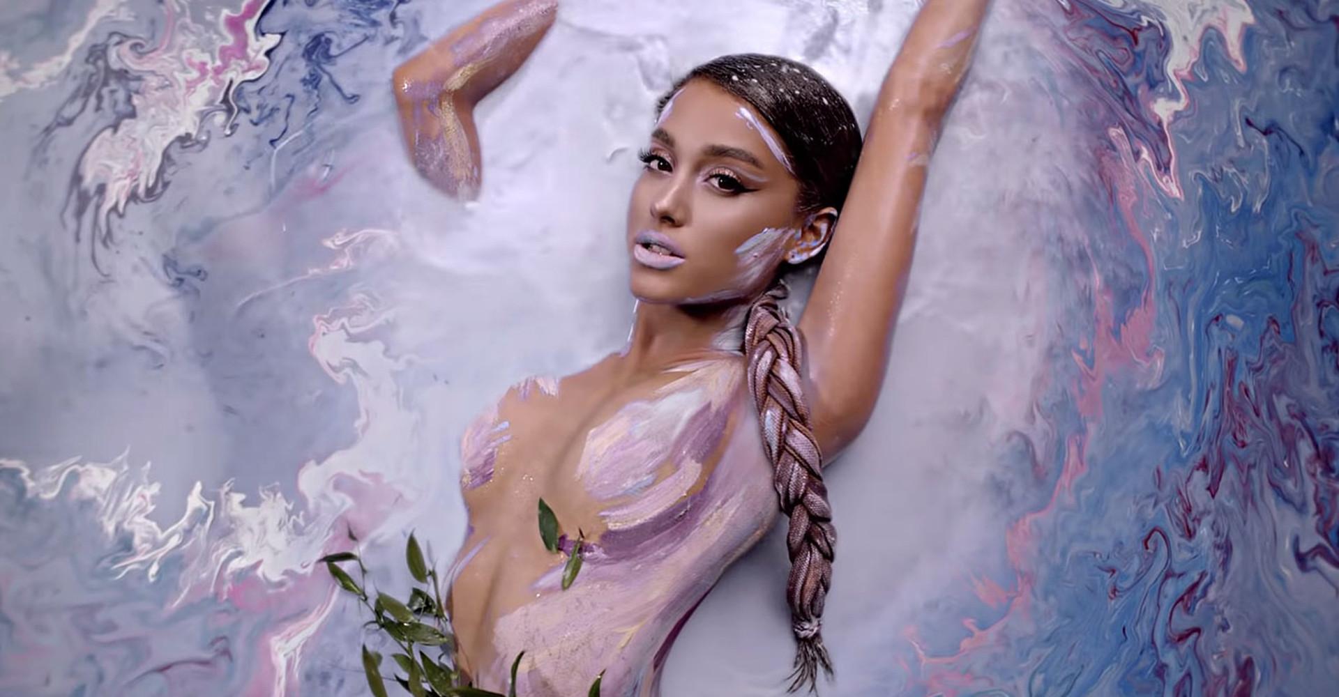 Ariana Grande é processada por plágio em clipe de 'God Is a Woman'