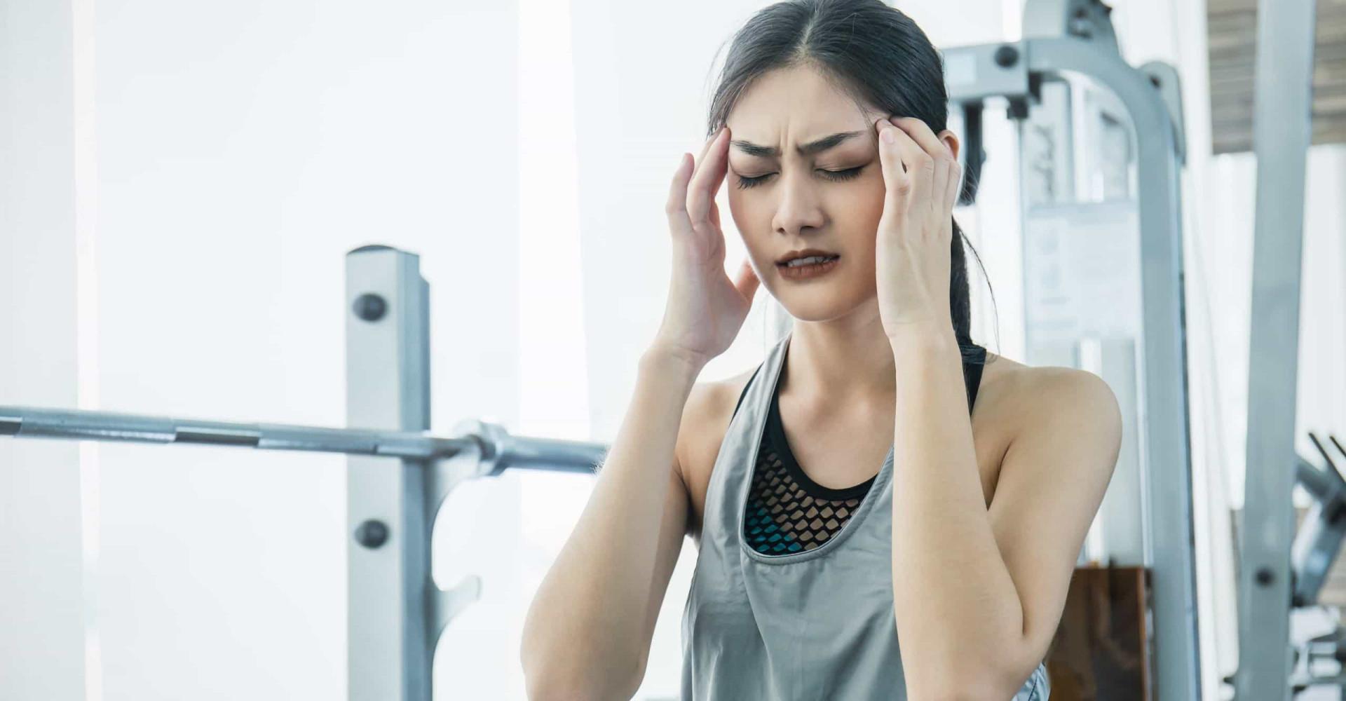 De reden dat je hoofdpijn krijgt tijdens het sporten