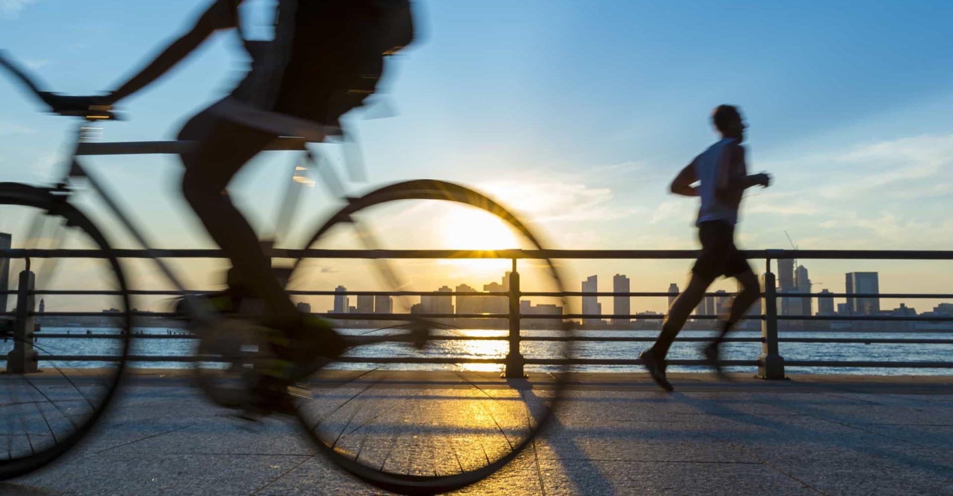 Hardlopen versus fietsen: wat is de betere workout?