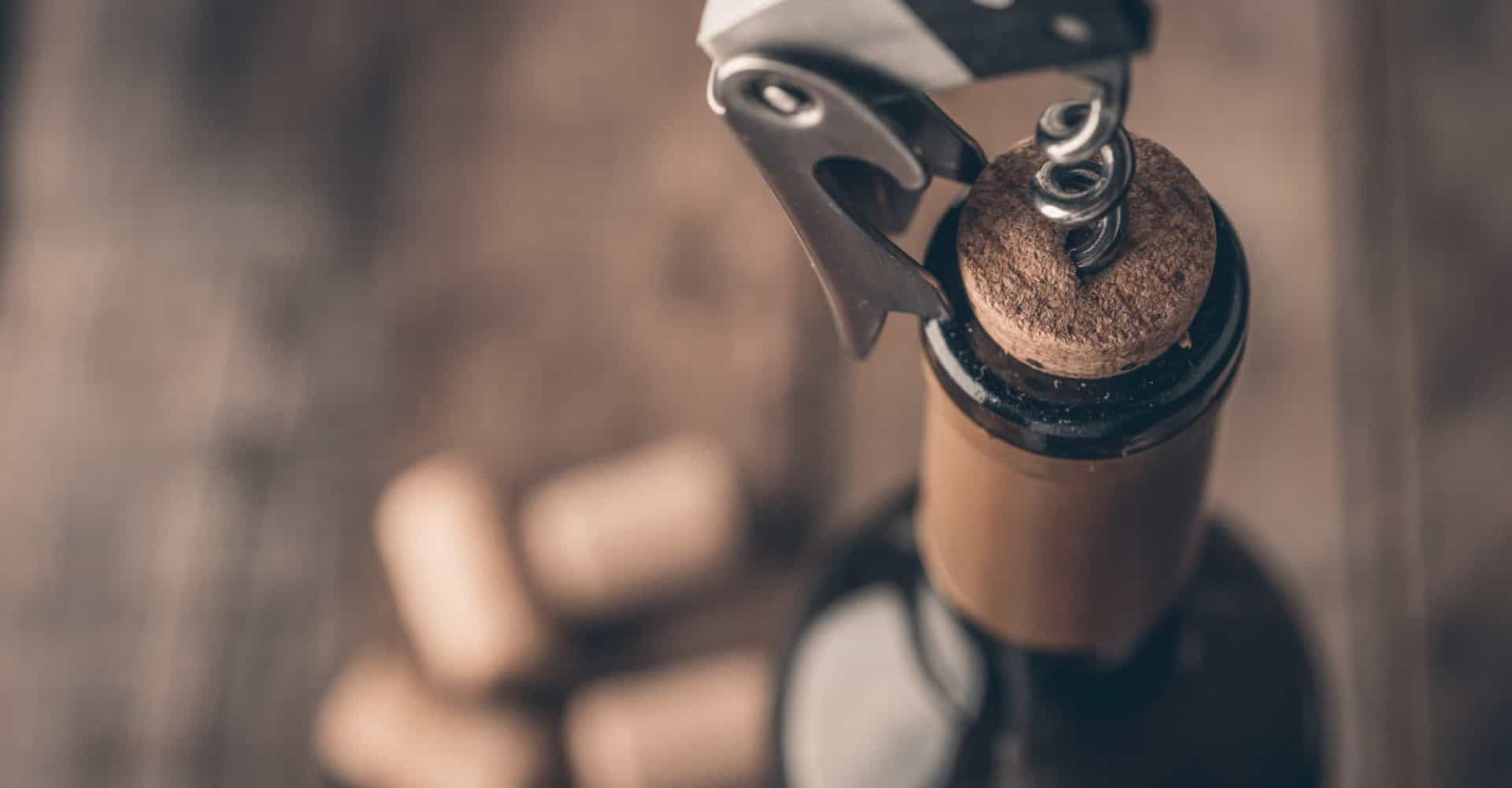Hoe lang kun je een geopende fles wijn bewaren?