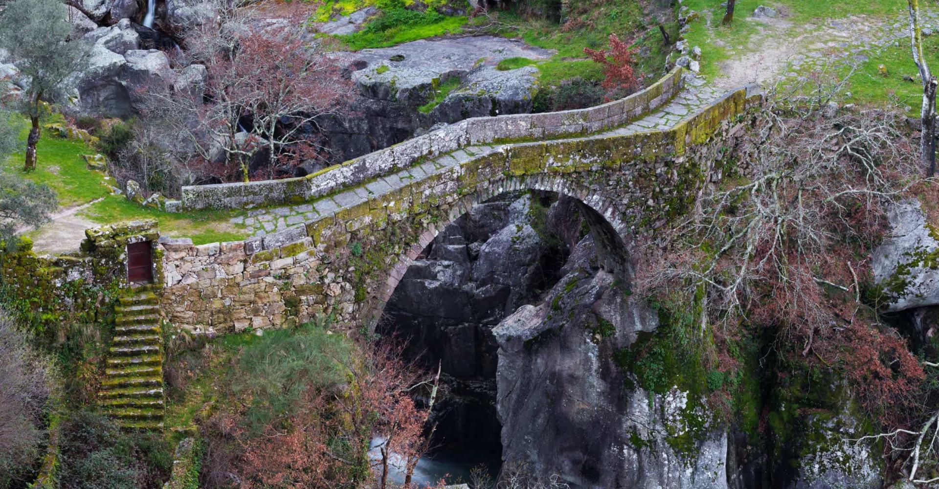 Tem coragem para atravessar a 'Ponte do Diabo'?