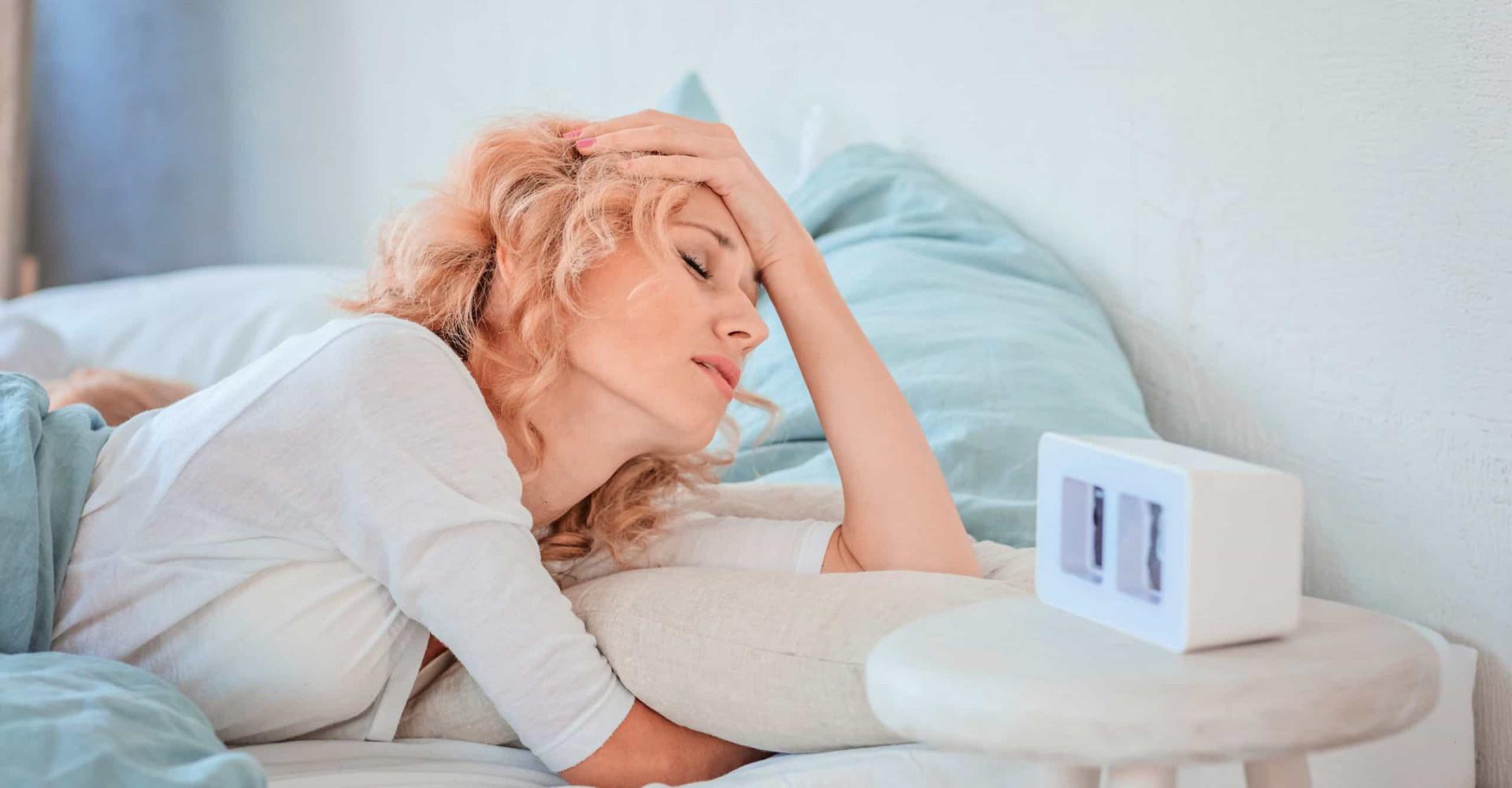 Zo voorkom je hoofdpijn als je opstaat