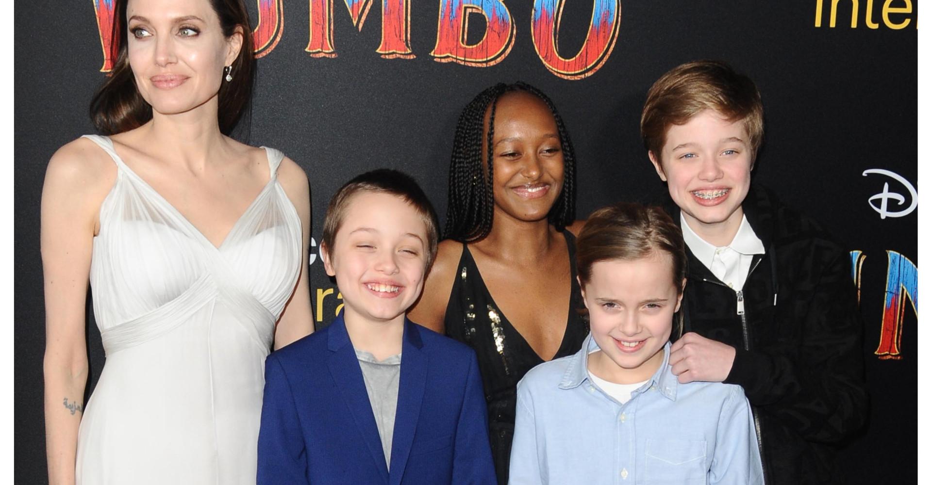Angelina Jolie asiste a un estreno con sus hijos y otras noticias sobre tus ídolos