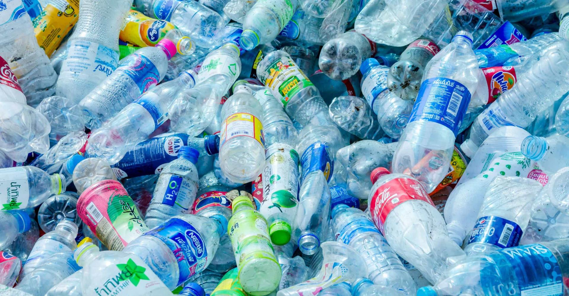 Zo kies je het meest gezonde en milieuvriendelijke flesje water uit