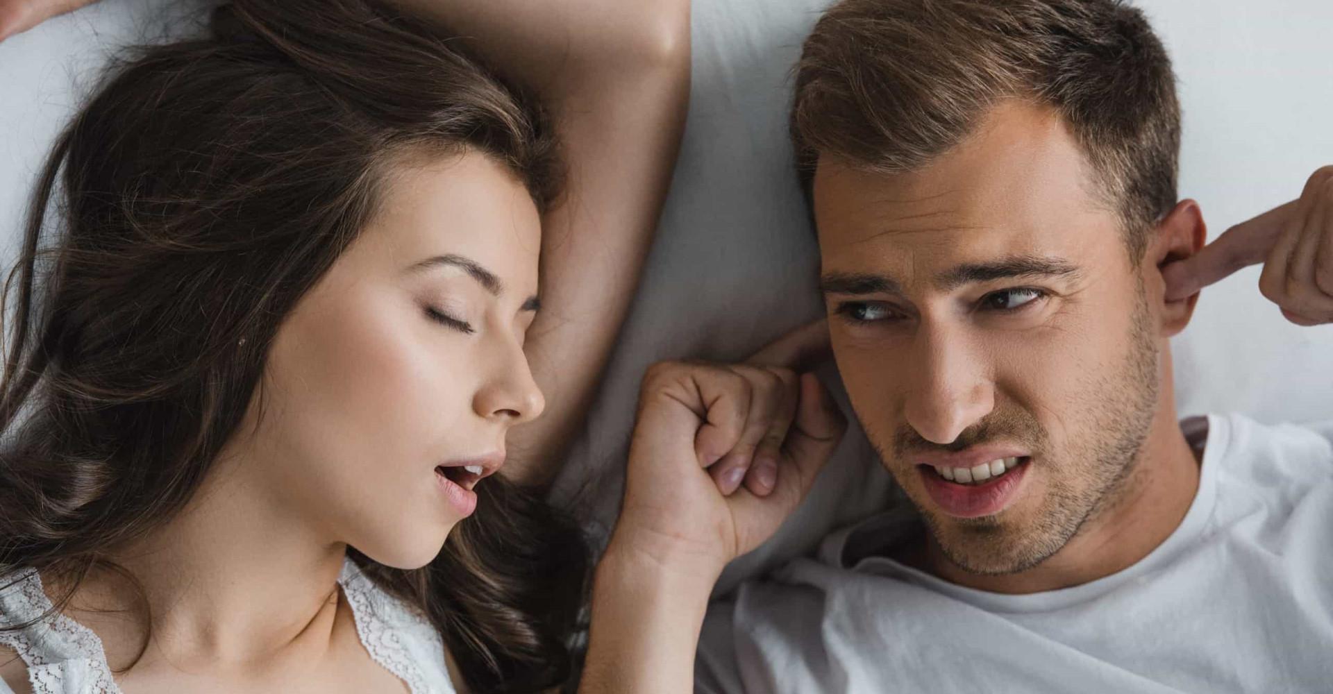 Mannen en vrouwen snurken even luid