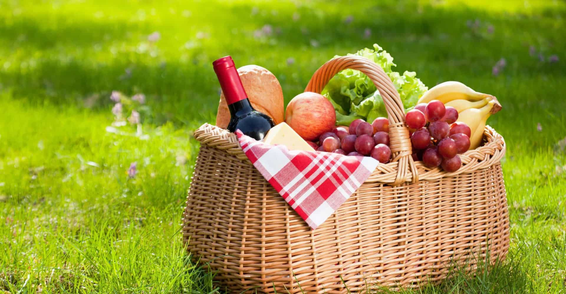 What goes into the ultimate picnic basket?