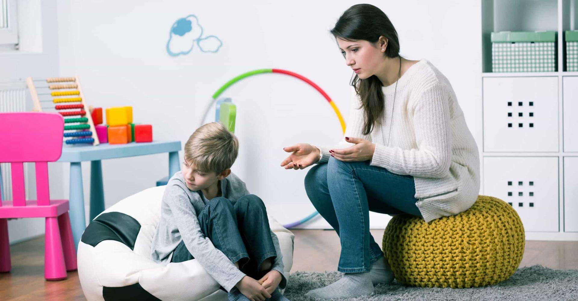 Zo ga je om met introverte kinderen
