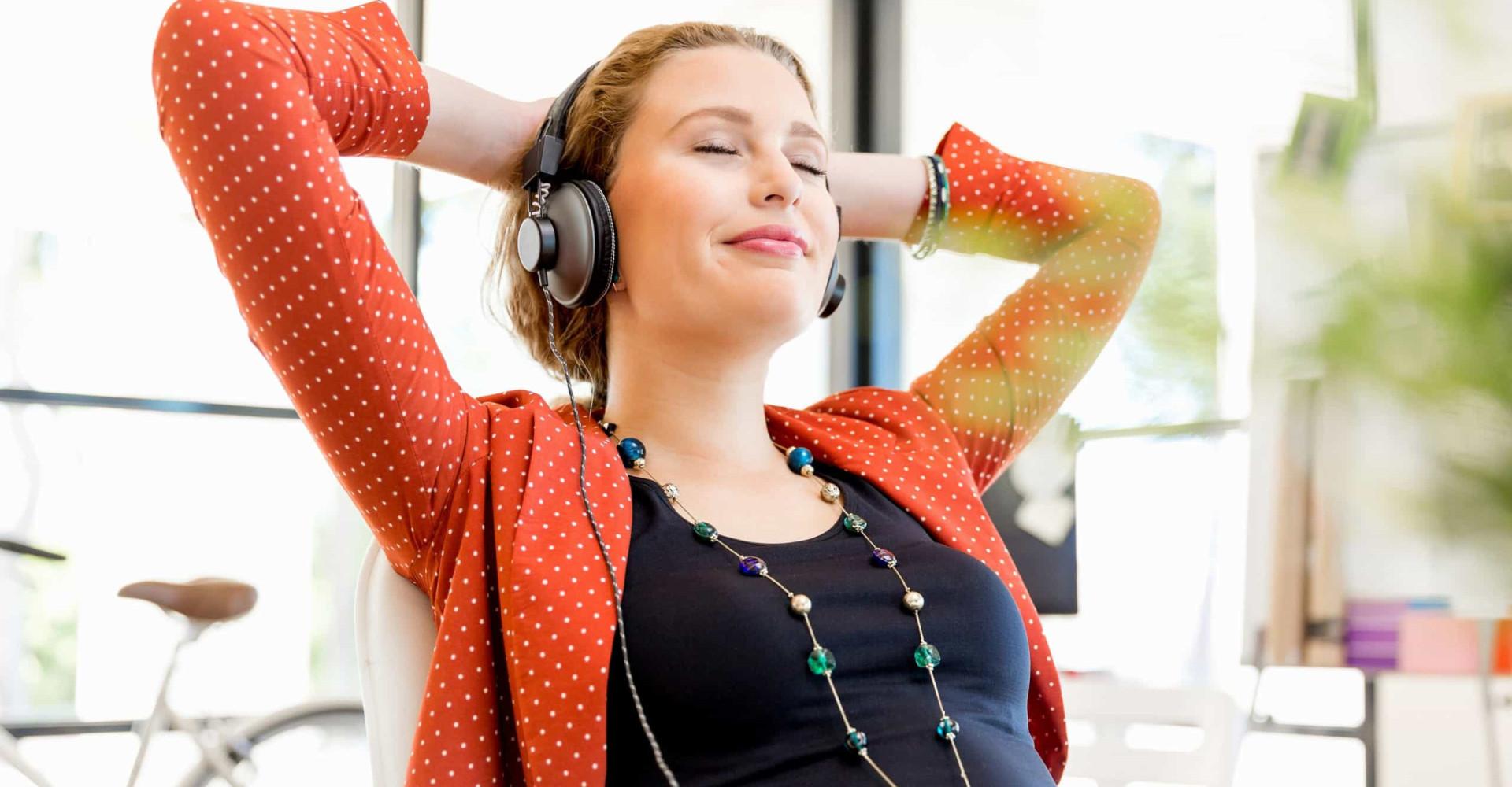 Word je beter in je werk als je naar muziek luistert?