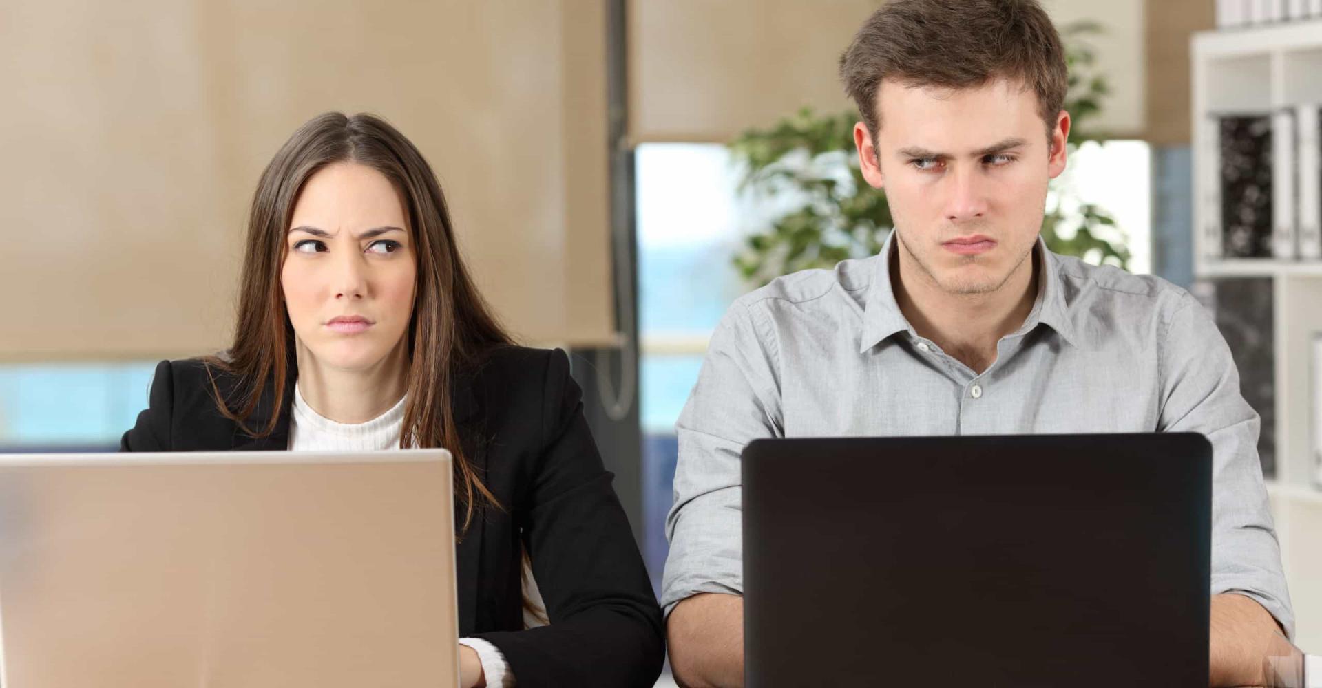 Er du skyldig i disse irriterende kontorvanene?