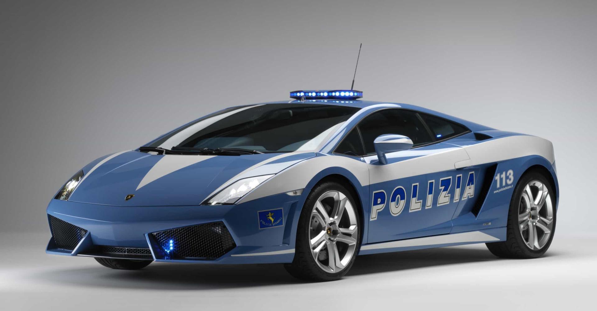 엄청난 속도와 가격을 자랑하는 세계의 경찰차들